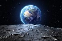Oberfläche des Mondes: Blick auf die Erde
