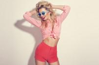 Frau in Rot: junge Mode