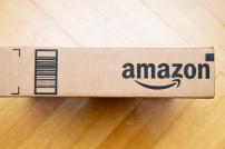 Amazon-Logo auf Paket