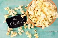 Oscars-Schild mit Popcorn
