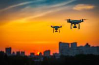 Drohnen über einer Stadt